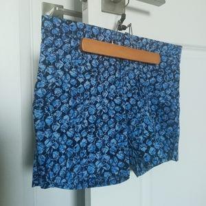 🌼 NWOT Banana Republic blue patterned shorts